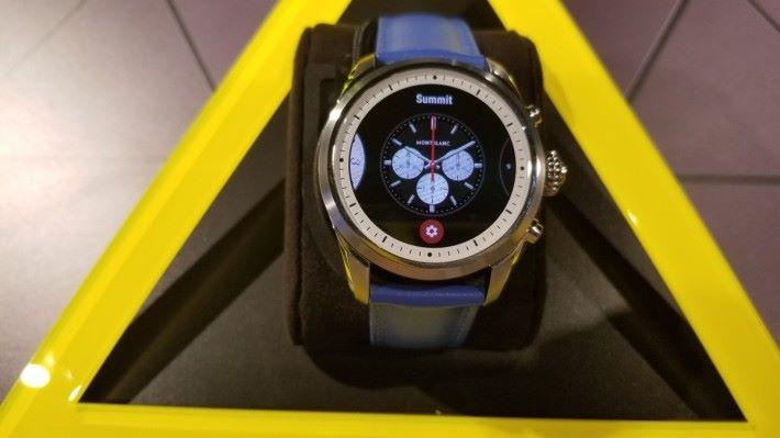 錶面可配合心情、場合隨意更換,包括有預設的 Summit、經典的 1858、Energy、Activity等。