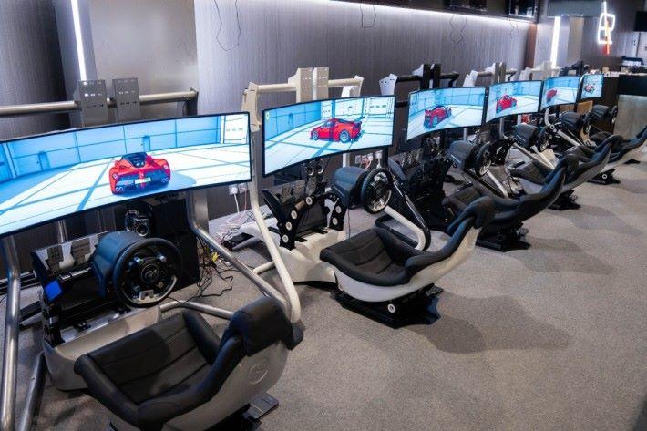 現在將會提供 15 台設備讓選手同場比拼。