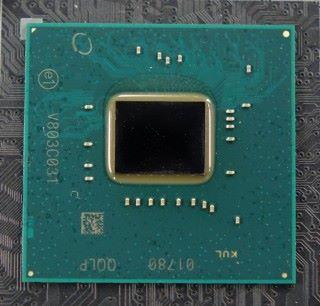 拜 14nm 製程所賜, Z390 晶片組功耗更低、晶片面積更小。