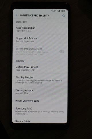 亦內置人面辨識功能及 Bixby 功能。