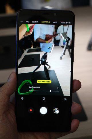 既然備有景深鏡頭,當然不缺少 Live focus 功能。