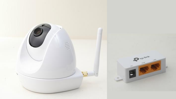 附送的 PoE 套件可連接火 牛,鏡頭可透過 LAN 線直接取得電力,讓用戶不用為火牛及插頭位置煩惱。