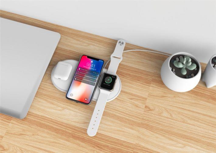 能同時為三款產品作無線充電。