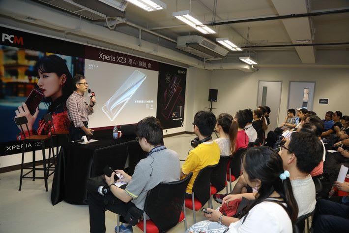 體驗會當日 Sony Mobile 的產品專員 Gary 就同大家解構了 XPERIA XZ3 的設計、性能方面有什麼獨特之處。