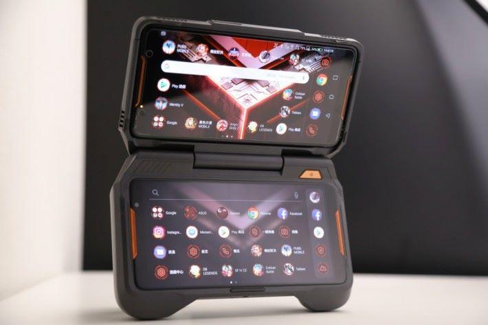 TwinView 雙屏幕基座,讓手機變成雙屏幕遊戲台。