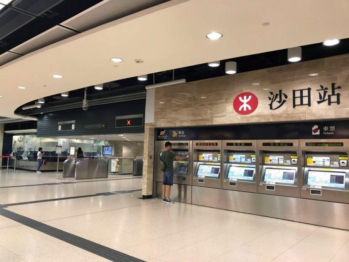 市民可於港鐵站、全港各便利店及超市的補貼領取站。