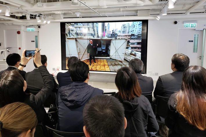 3HK 利用 360 相機配合相關網絡硬件,以 3.5GHz 的 5G 網絡進行即時串流演示,顯示 5G 網絡的高速及超低延時的優勢。