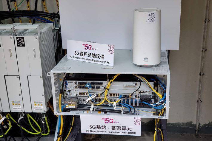 3HK 展示了 5G 網絡相關的基站設備。
