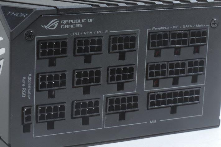 採用 Cable Management 設計,最 特別是有 Addressable Aura RGB 接口。