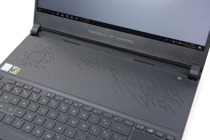 鍵盤上方預留一片空間作散熱之用,就算是面對近期 AAA 大作都絕不過熱!