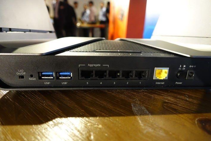 第 4、5 個 LAN 埠也支援 Link Aggregation,但不明白為何 WAN 埠和第 1 個 LAN 埠卻沒印上 Link Aggregation。