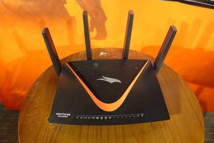 XR700 為市場罕有的 802.11ad 制式電競 Router。