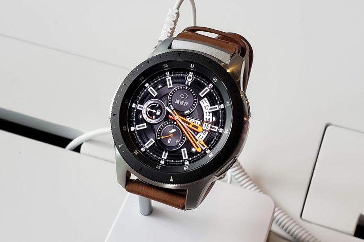 eSIM 版 Galaxy Watch 同現已有售的版本,外觀上沒有分別。