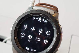 在錶上拉下選單,即可看到 4G 網絡狀態,亦可見此機支援 VoLTE 功能。