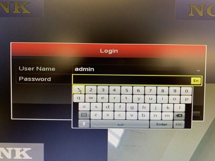 USB 埠只有一個,沒有多一個可插鍵盤,輸入密碼不太方便。