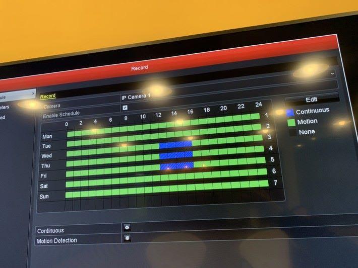 可設定時間表,甚麼時間長期錄影,甚麼時間啟用動作偵測。