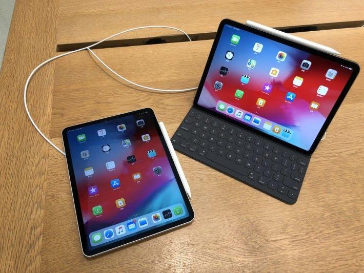 配合鍵盤保護套使用,iPad Pro 可當作 UltraBook 使用