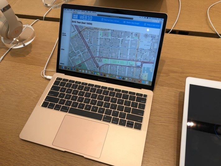 新一代 MacBoor Air 除了採用新的處理器,更換上 Retina 屏幕及 Touch ID 功能