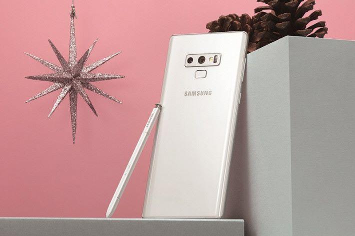 白色版 Galaxy Note9 同樣備有 6GB RAM 加 128GB ROM,以及 8GB RAM 加 512GB ROM 版可選擇。