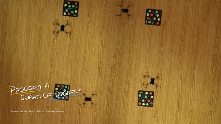 一個程式操控最多 4 部無人機是不少玩家期待的功能,不過好像只能在 Swift Playground 上用到。