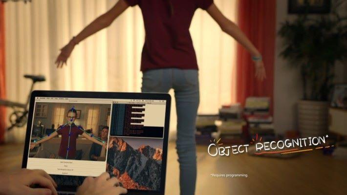 高階玩家可以透過編程來使用物件辨識功能,例如以姿勢來觸發飛行花式。