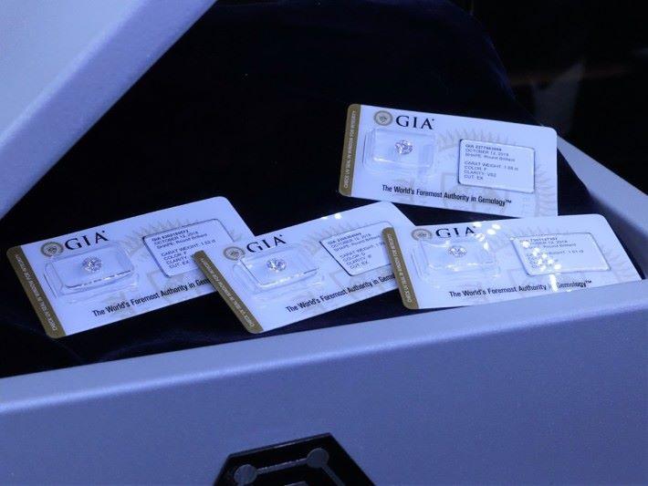 在 EverCarat 平台購買的鑽石均獲 GIA 雙重認證,確保鑽石質素。