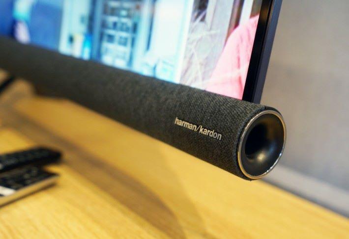 .揚聲器有內置四喇叭的Sound Bar,音效比其他品牌出色。