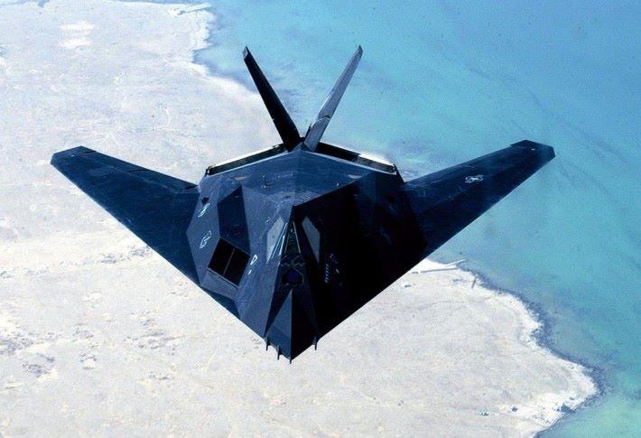 與 F-117 隱形戰機還真相似吧?