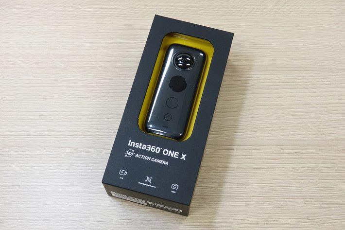 包裝可直接看到 Insta360 ONE X 本體,同上代大不同。