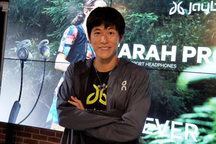 Jaybird 特別邀請 以 6 小時28 分鐘完成北海道薩羅馬湖 100 公里超級馬拉松的日本跑手川內鮮輝,同大家分享使用 Jaybird 產品的心得,他更是川內優輝的弟弟,同哥哥在長跑領域中努力。