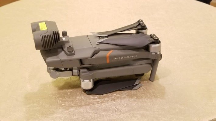 M2E 基本上就是 Mavic 2 Zoom,也是摺疊機身以便攜帶。