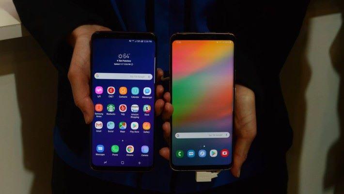 左邊為 Android 8 Oreo ,右邊為 One UI 。