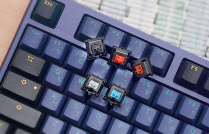 機械鍵盤擁有獨立的為機械軸來傳送訊號。