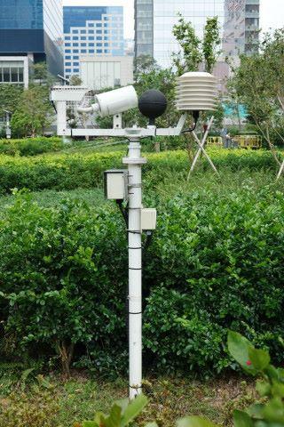 圖中的智慧燈柱是為奧運馬術比賽而設,當中黑色膠球是用作模擬人體感溫。