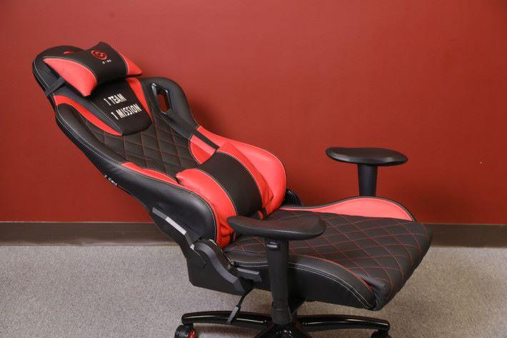 其仰躺適設計最多可以作 160 度平躺。