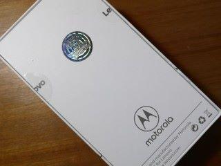 行貨 Lenovo 手機的包裝於盒背面