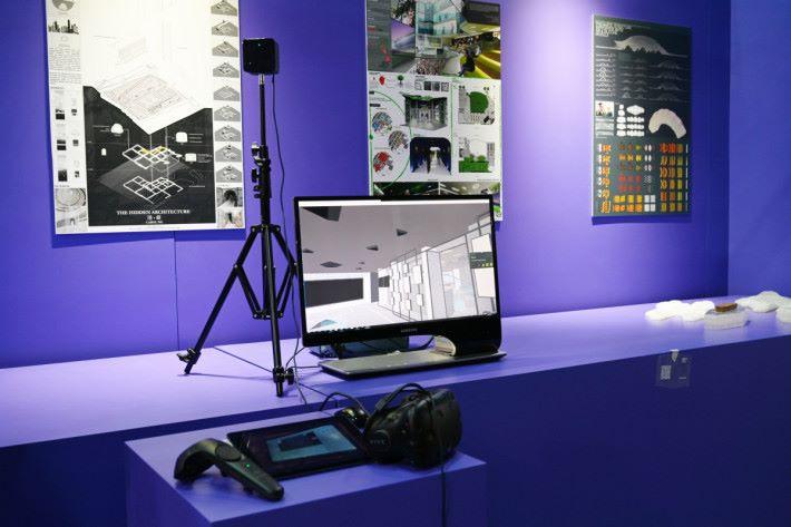 展品中不乏 VR 元素,這互動裝置能讓客人置身在室內設計師製作的模擬環境,加強客人對設計的理解。