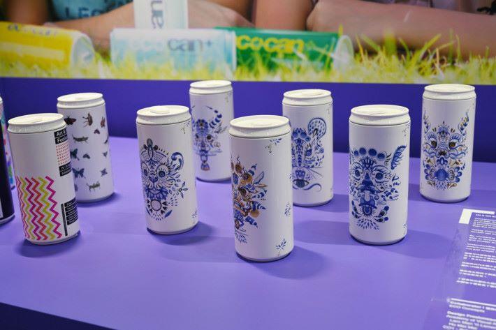 由粟米澱粉製成的水瓶,加上 PLA 圓柱形印刷技術,可處理個性化的小批量定制要求。既環保,又合符各人對產品設計的需求。