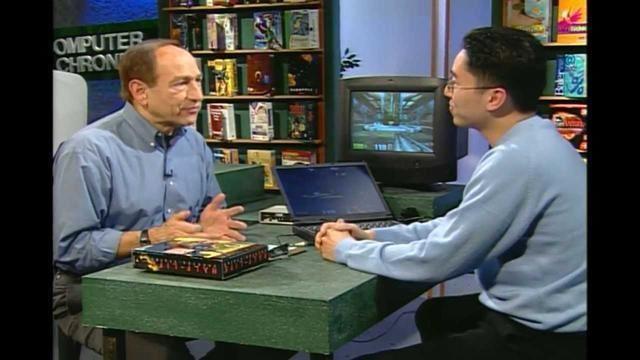 方鏞欽(圖右)於比賽優勝後最常被訪問就是他的遊戲操作配置。