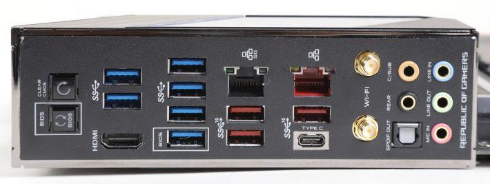 預先安裝 I/O 護板,並有 Clr CMOS 及 BIOS Flashback 按鈕。