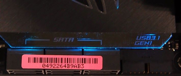 板上 RGB 的其中用途,可作圖中的指示功能之用。