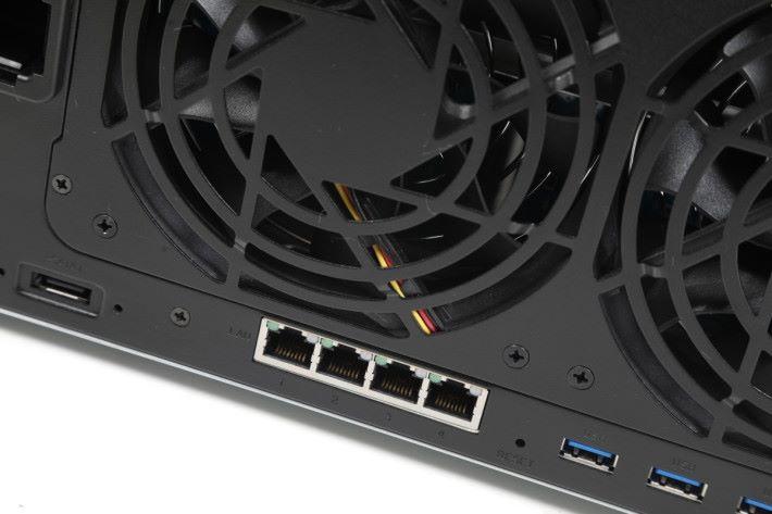 本身內建 4 個 Gigabit LAN 埠。