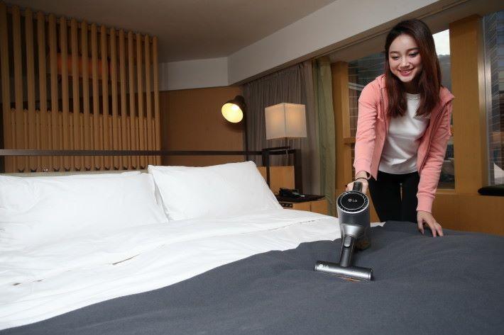 為寢具沙發等傢俱除蟎,是不少選購無線吸塵機產品的朋友最關心的功能。