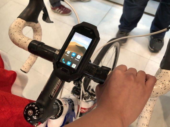 配合單車用手機架,可以當碼表使用。