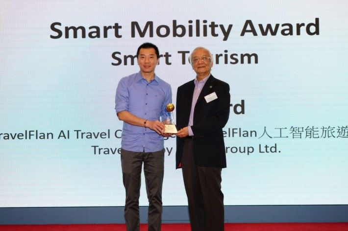 TravelFlan 創辦人趙健鷹(左)表示,羸得香港資訊及通訊科技獎,為團隊注入強心針,對日後的發展,起了積極鼓舞的作用。