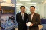香港科技園行政總裁黃克強(圖左)及香港科技大學計算機科學及工程學系教授兼大學創業中心主任陳雙幸。