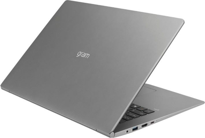 17 吋屏幕的筆電,在市場中較為少見。