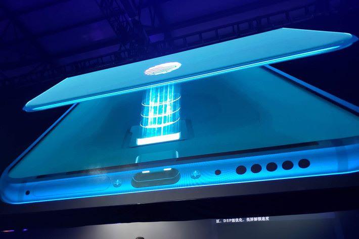 內置第五代光電屏幕指紋辨識技術,解鎖速度更快。