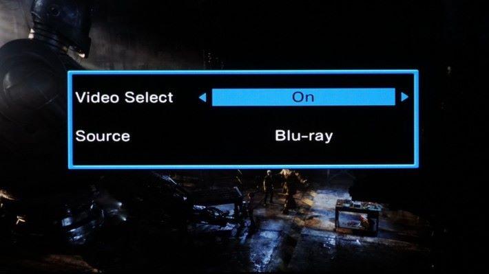 .播放時,X8500H 先選擇 CD 訊源,再按遙控試的 Option 鍵,就可以叫出 「Video Select 」選擇,開啓 Video 選項再選 Blu-ray 便可以。