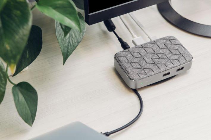 USB C 支援 PD 充電,最高有 60W 輸出。